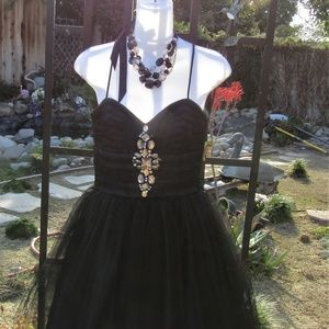 SHORT BLACK PROM DRESS SIZE 5